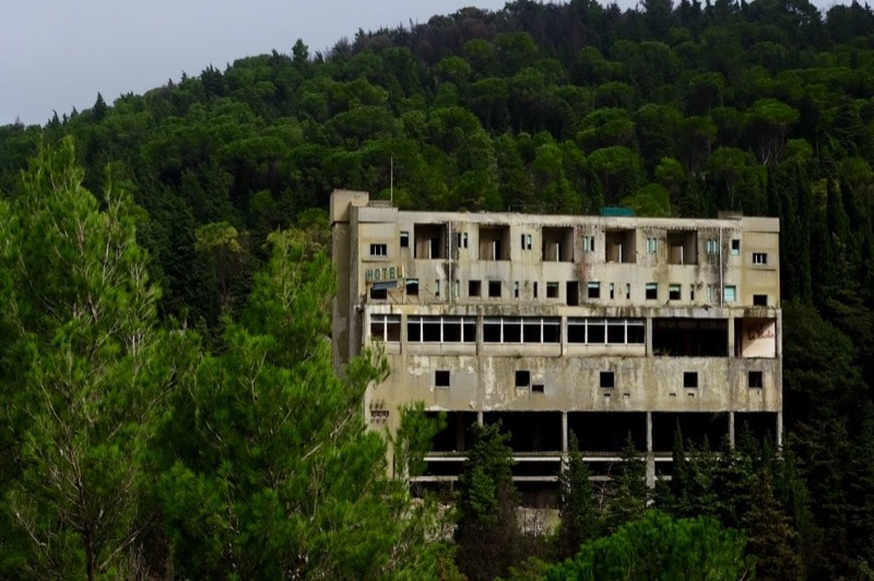Abandoned hotel in the mountains of Chiaramonte Gulfi
